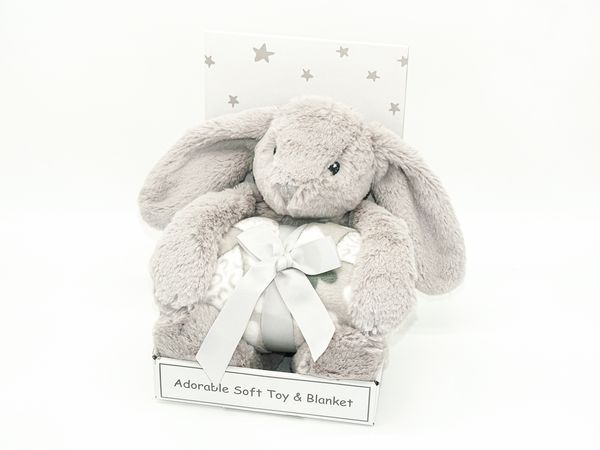 Peluche lapin et son plaid à personnaliser avec un prénom ou mot de votre choix, sur-mesure par Rêves de Fil.