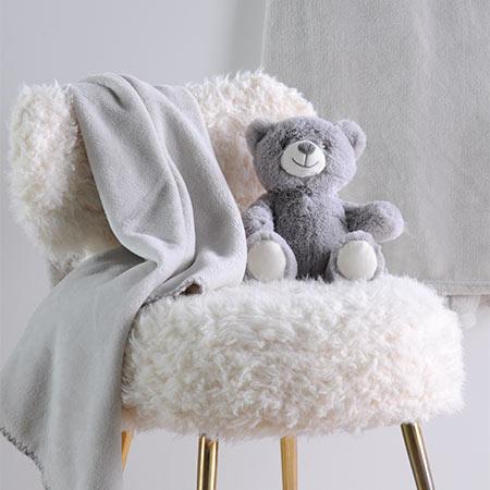 Coffret peluche ourson avec son plaid personnalisable vendu par rêves de fil
