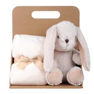 Coffret peluche lapin avec son plaid personnalisable, vendu par rêves de fil.