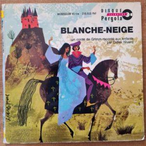 Disque vinyle 45 tours Blanche-Neige pour enfant vendu par Rêves de Fil.