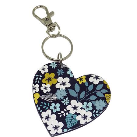 Porte clé cœur avec des fleurs, vendu par rêves de fil.