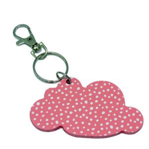 Porte clé rose en forme de nuage, vendu par rêves de fil.