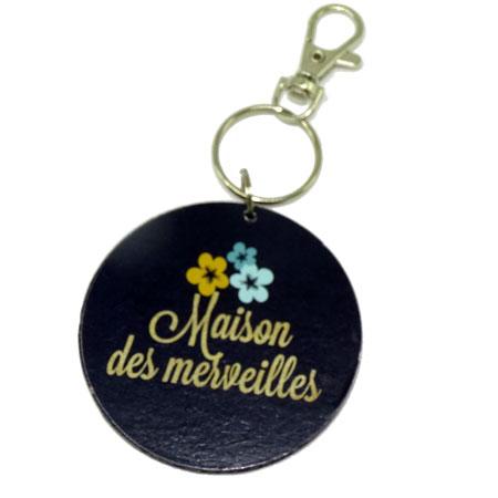 Porte clé rond Maison des merveilles, vendu par rêves de fil.