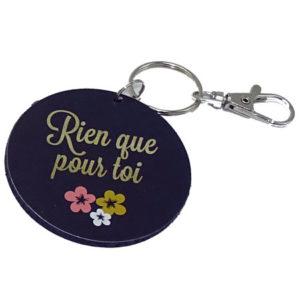 Porte clé rond Rien que pour toi avec fleurs, vendu par rêves de fil.