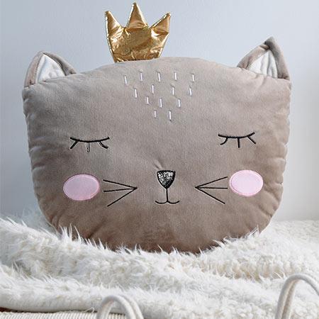 coussin poupette tête de chaton vendu par rêve de fil