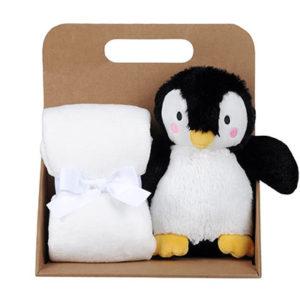 Coffret peluche pingouin avec son plaid personnalisable, vendu par rêves de fil.